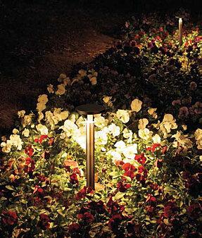 豊富な種類のライトで、面と点、二種類の明かりを使い分け、エクステリアを彩る「美彩」
