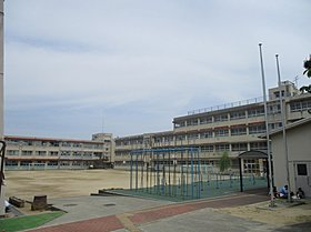 堺市立日置荘小学校まで約1011m(徒歩13分)