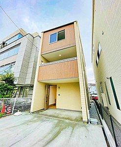 深く豊かな緑と爽快な青い空を感じる、まるで杜の中に暮らすような心地よさを存分に堪能いただける邸宅です。最高グレードの設備仕様を標準装備したデザイナーズ住宅が、便利で快適な新生活をお届けいたします。,3LDK,面積105.98m2,価格4850万円,東海道本線「大船」駅 徒歩19分,横須賀線「北鎌倉」駅 徒歩15分,神奈川県鎌倉市大船4丁目