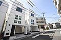 横浜の中心地に屋上庭園のあるシンプルモダンでクラシカルな邸宅