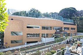 横浜市南図書館