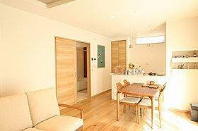 ナチュラルカントリー風の家具が室内の雰囲気に良く合います!