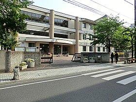 桜木中学校まで760m 十代は知性を吸収させるチャンスです。