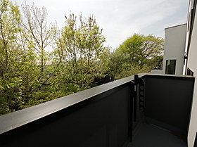 バルコニーからの眺望。洗濯物も◎