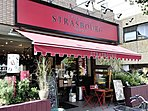 飲食店 350m ストラスブール 遠方から買いに来る人も多い人気のパティスリー。シェフの名前を冠した『テラバウム』が有名。