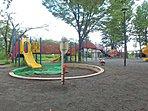 公園 1000m 鷺沼公園  小さい子向けの遊具などもありちょっとしたくつろぎのスペースになっています