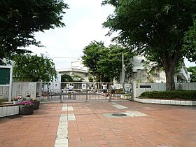 寺尾中学校まで1600m