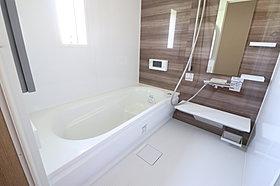 浴室TV付きで快適バスタイム