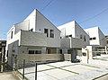 「玉川学園前」駅徒歩13分 全3棟 ようこそ、TAKIHOUSEの女性にやさしい自然素材の家へ。