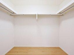 WIC(イメージ写真)主寝室にWIC付き♪かさばる衣類などもしっかり収納できます♪