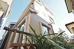 陽射しを浴びた邸宅はより美しい 3階建ての邸宅は家族が集いやす...