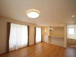 採光良好2階LDKや暮らしを楽しめる南向き・3階建の住まい