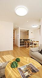 陽当たり抜群、開放感あふれるLDK。いつでも家族の息遣いを感じることができるくつろぎ空間です。(T-1)※掲載の写真の家具・調度品につきましては価格に含まれておりません。