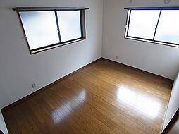 アーバンスクエア片山町のうれしい窓の2面採光の洋室