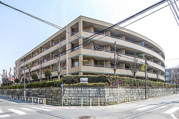 東京都渋谷区鉢山町の賃貸マンションの外観