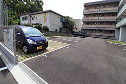 フェリシア宮町の駐車場