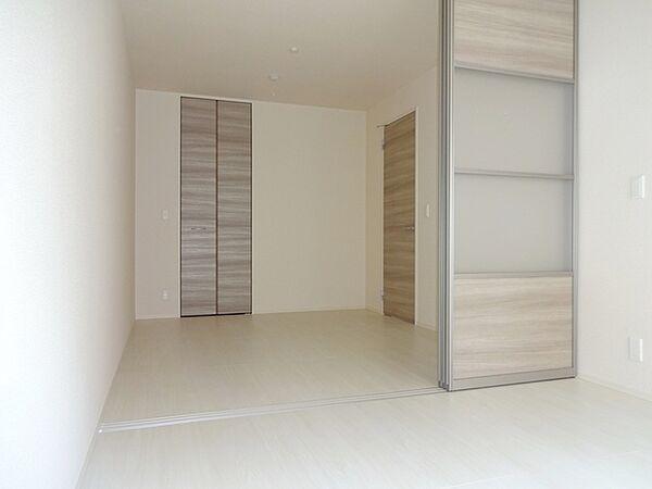 ラ・カーサ西岡本の引き戸は家具配置の邪魔になりません