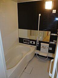ファイン ビューの1坪タイプのお風呂で足をゆったり伸ばして入れますよ(浴室テレビ付)