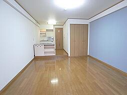 フルール須磨の天井も高く開放的な室内