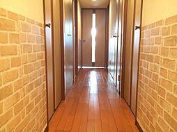 明るい雰囲気の廊下です