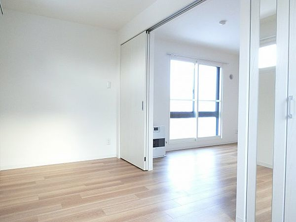 RITZ GRANDE東札幌の使い勝手のいい洋室です