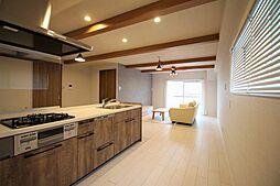 キッチンスペースも広々しており、家事がスムーズです