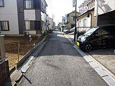 前面道路は幅員約4mです。