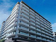 平成21年築街中の中心に佇むマンション