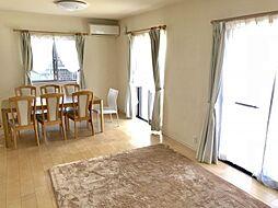 床暖房付きのLDK寒い冬でも床暖房と南側から入る日差しで室内ぽかぽかです。