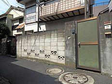 JR総武・中央線「大久保」駅はじめ4路線4駅が利用可能。利便性にすぐれた好立地です。(現地写真・古家あり)