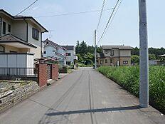 前面道路です。見通しの良い道路です。