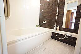 浴室換気乾燥機付きで雨の日も気にせずお洗濯物ができます。