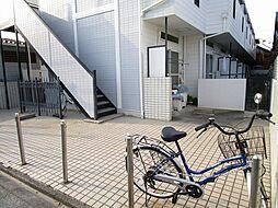 広々としたエントランス.簡易的な工事で駐車場として利用可.
