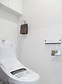 清潔で快適な温水洗浄機能付トイレです