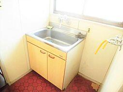 リフォーム前写真洗面化粧台 新品交換します。コンパクトにまとめられた洗面化粧台でも収納をしっかり確保。整理整頓されたすっきりした空間を保てます。