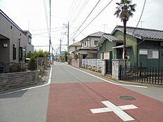 前面道路(北東側)