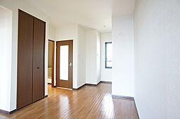 DK収納棚とキッチンのあるお部屋ですこちらのお部屋にも窓がついて換気もできそうですね