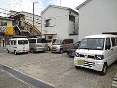 現況月極駐車場として利用しています。