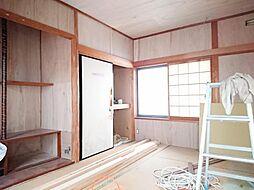 リフォーム中写真12/6撮影1階和室別角度 畳表替、障子・襖張替、壁・天井クロス張替します。お庭にも直結しているので、縁側のように使うこともできますよ。