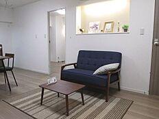 新規内装リノベーション済みのキレイな室内。家具・エアコン付きのお部屋です。