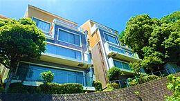 A~N棟の複数の棟からなるロイヤルヴィラ熱海の「離れ」と呼ぶに相応しいお部屋です。