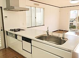 白基調のキッチン。おしゃれな造りになっています。