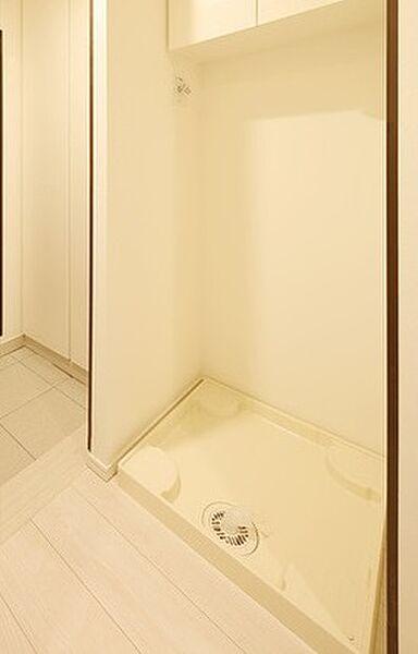 ルヴァン雪谷大塚の防水パン付きの洗濯機置場です。