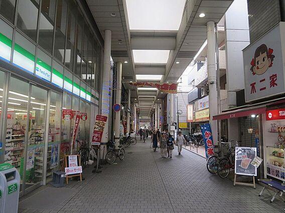 武蔵新城駅 商...
