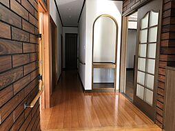 玄関からみた廊下スペース
