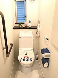 安全を配慮し、トイレには手摺を設置