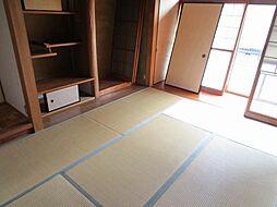 リフォーム中和室を洋室に間取り変更予定です。壁・天井クロスを張り替え予定、フローリング張替え、照明交換を行います。現在床の間部分はフリースペースにリフォーム予定です。