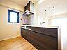 明るい自然光が入るキッチン。夫婦そろってキッチンに立っても調理がしやすく余裕の広さ。,3LDK,面積71.4m2,価格3,880万円,JR中央線 国立駅 徒歩10分,,東京都国立市中1丁目