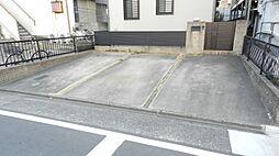 車3台を並列駐車可能です。