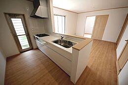人造大理石システムキッチン、食洗機付きで家事の負担を減らします